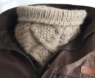 Alpaca neck warmer taupe